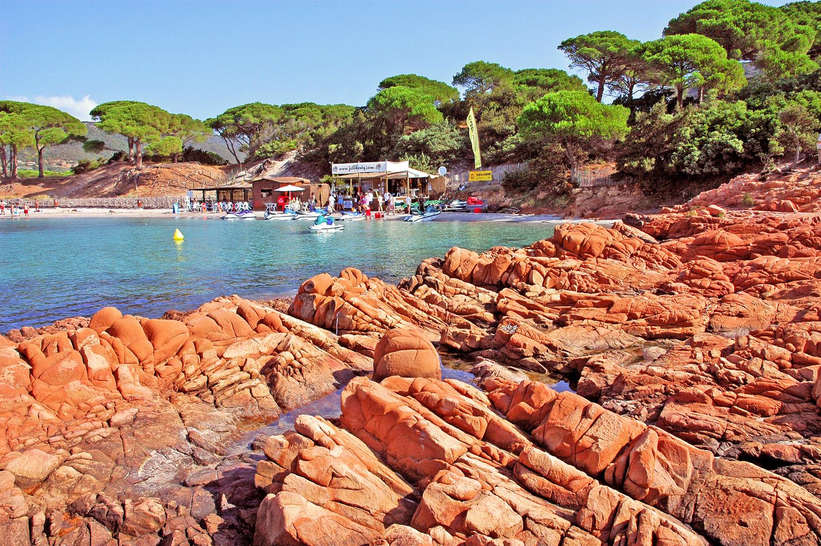 """Les """"Ocres"""" de la plage de palombaggia. (Corse)"""