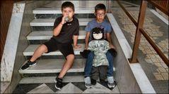 Les petits-enfants de ma concierge et leur Batman.