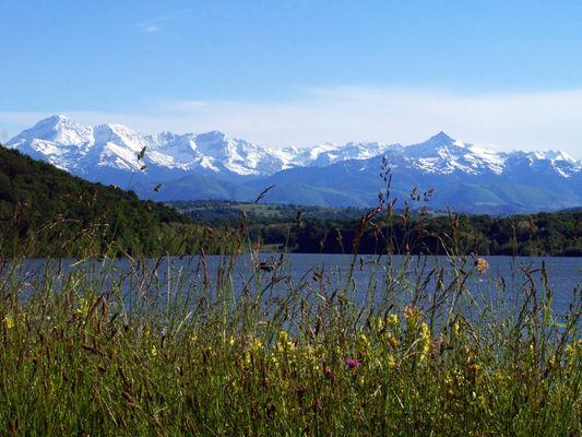 Les Pyrénées vues du lac de l'Arrêt-Darré (Hautes-Pyrénées)