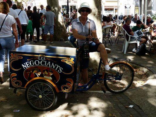 Les roues de  ce tricycle à Clermont-l'hérault (exercice photo n° 317: la lettre R en ville)