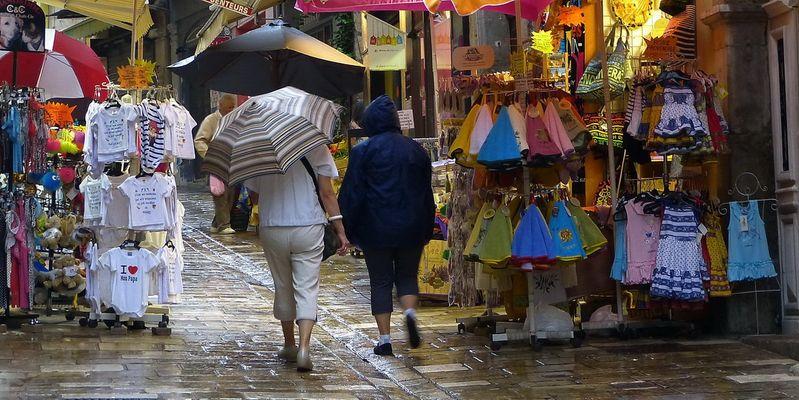 Les ruelles de Hyères sous la pluie