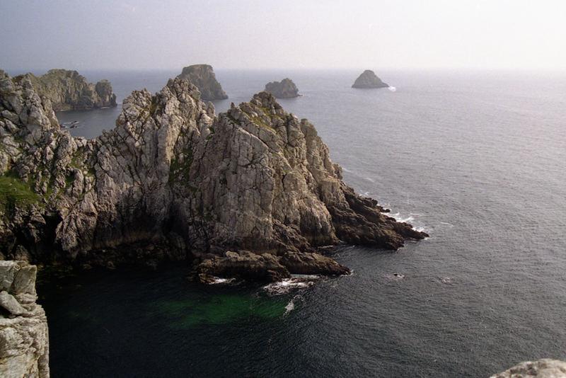 Les Tas de Pois vus de la terre. Presqu'île de Crozon