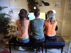 les trois demoiselles au piano