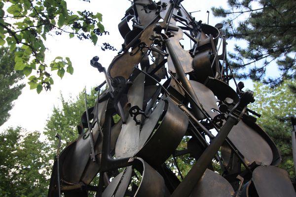Les violoncelles d'Arman