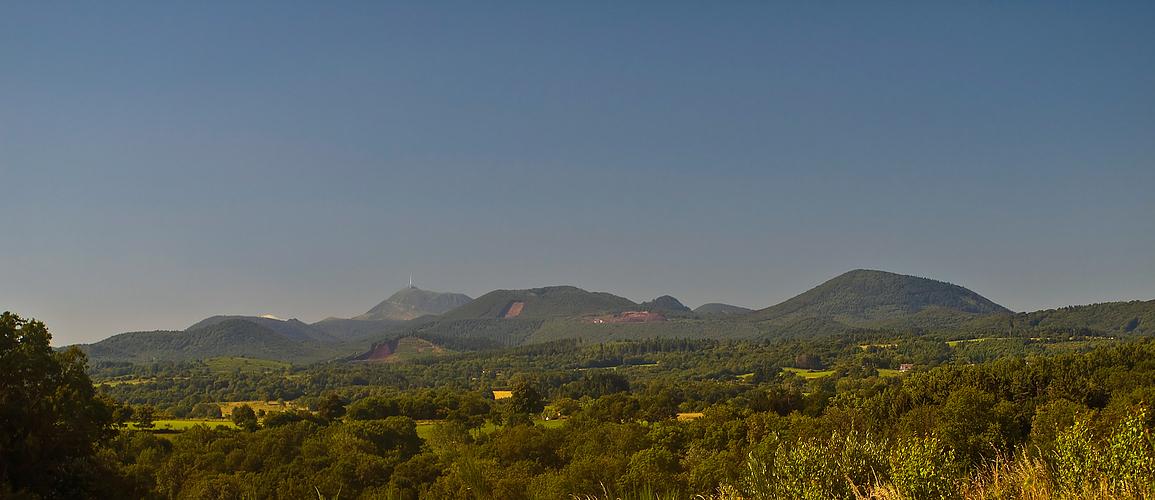- Les Volcans d'Auvergne -