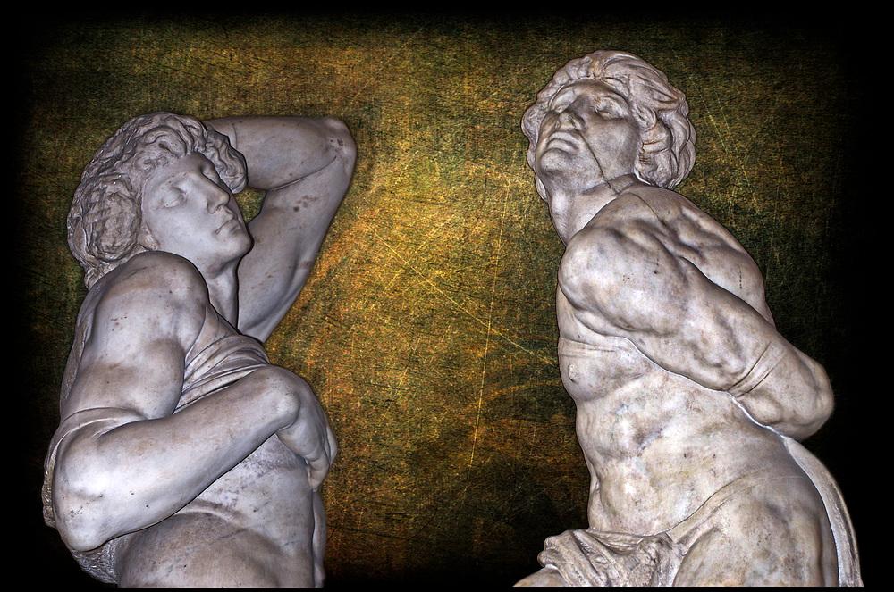 L'esclave rebelle et l'esclave mourant de Michel-Ange .