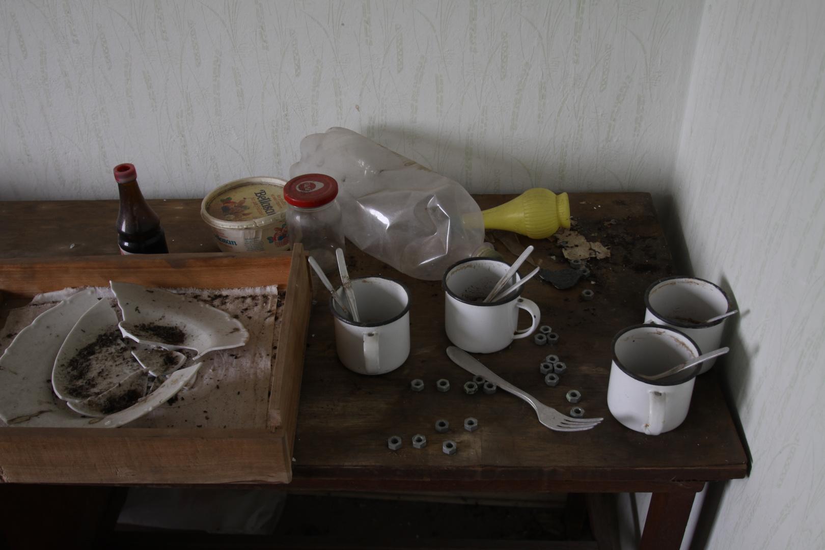 Letzte Pausenmahlzeit - vier Kaffeetöpfe und doppelt gerührt