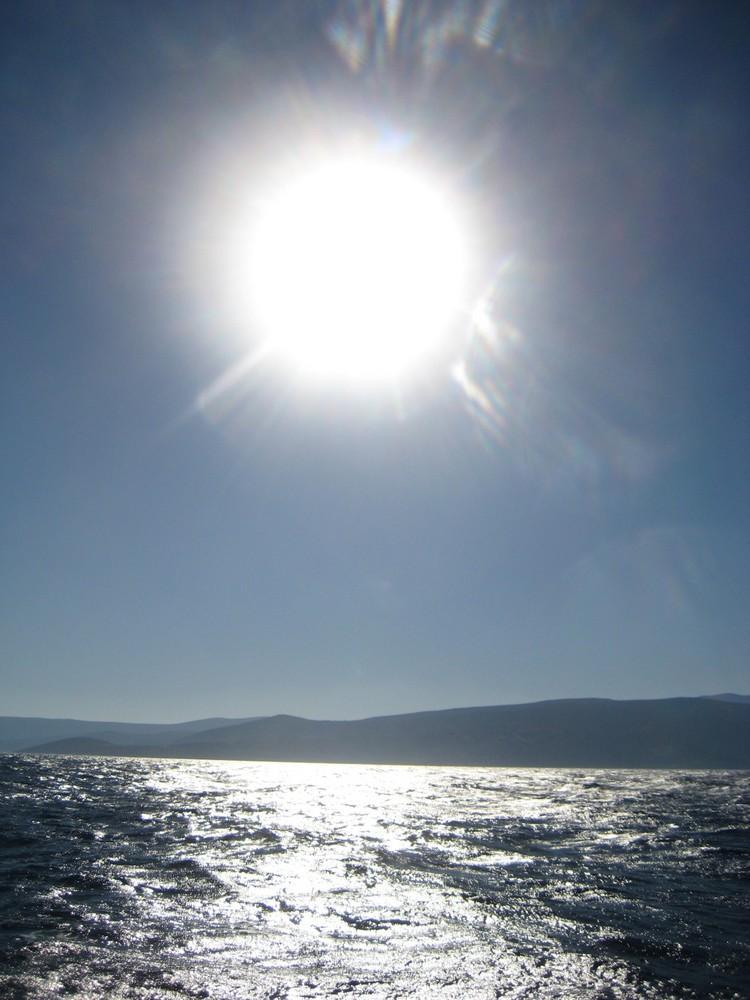 letzten Sonnenstrahlen auf hoher See