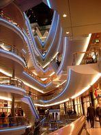 Leuchten in der Enkaufspassage SEVENS an der Kö in Düsseldorf