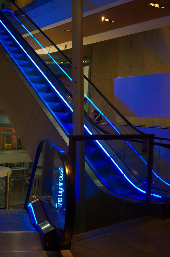 Leuchtende Rolltreppen