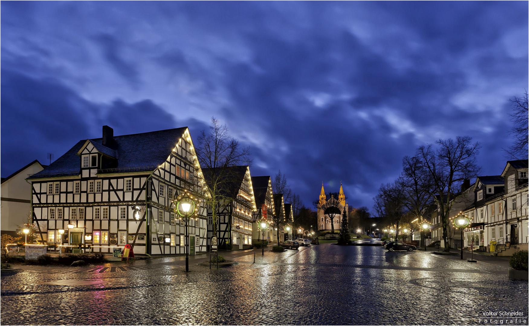 leuchtender alter Dorfflecken