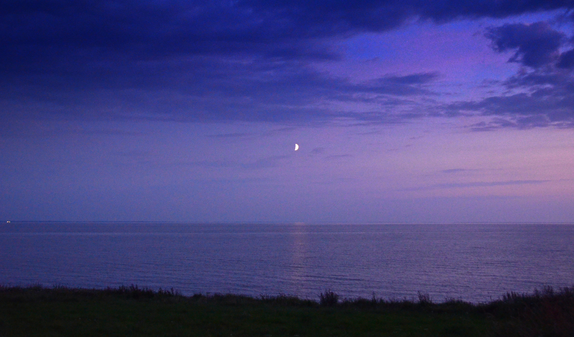Leuchtender Mond über der Ostsee...