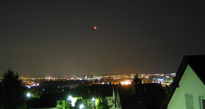 Leuchtender Mond über Neuwied