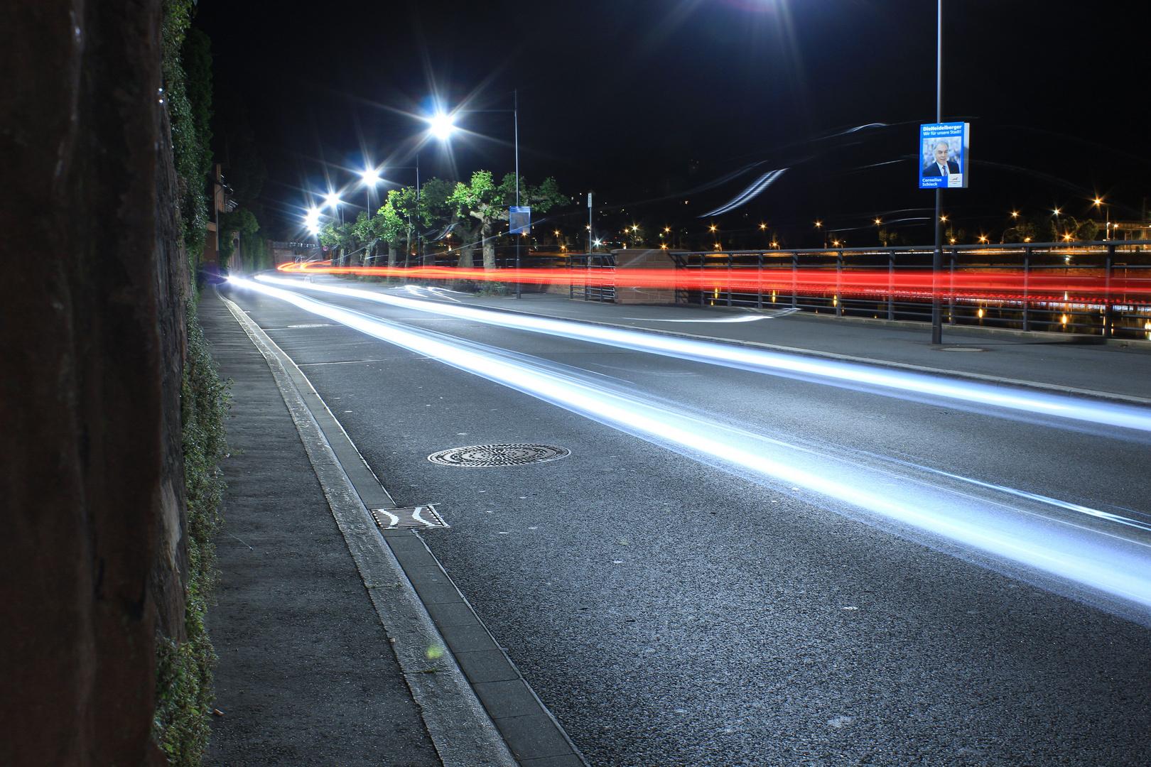 Leuchtspur von 2 Autos