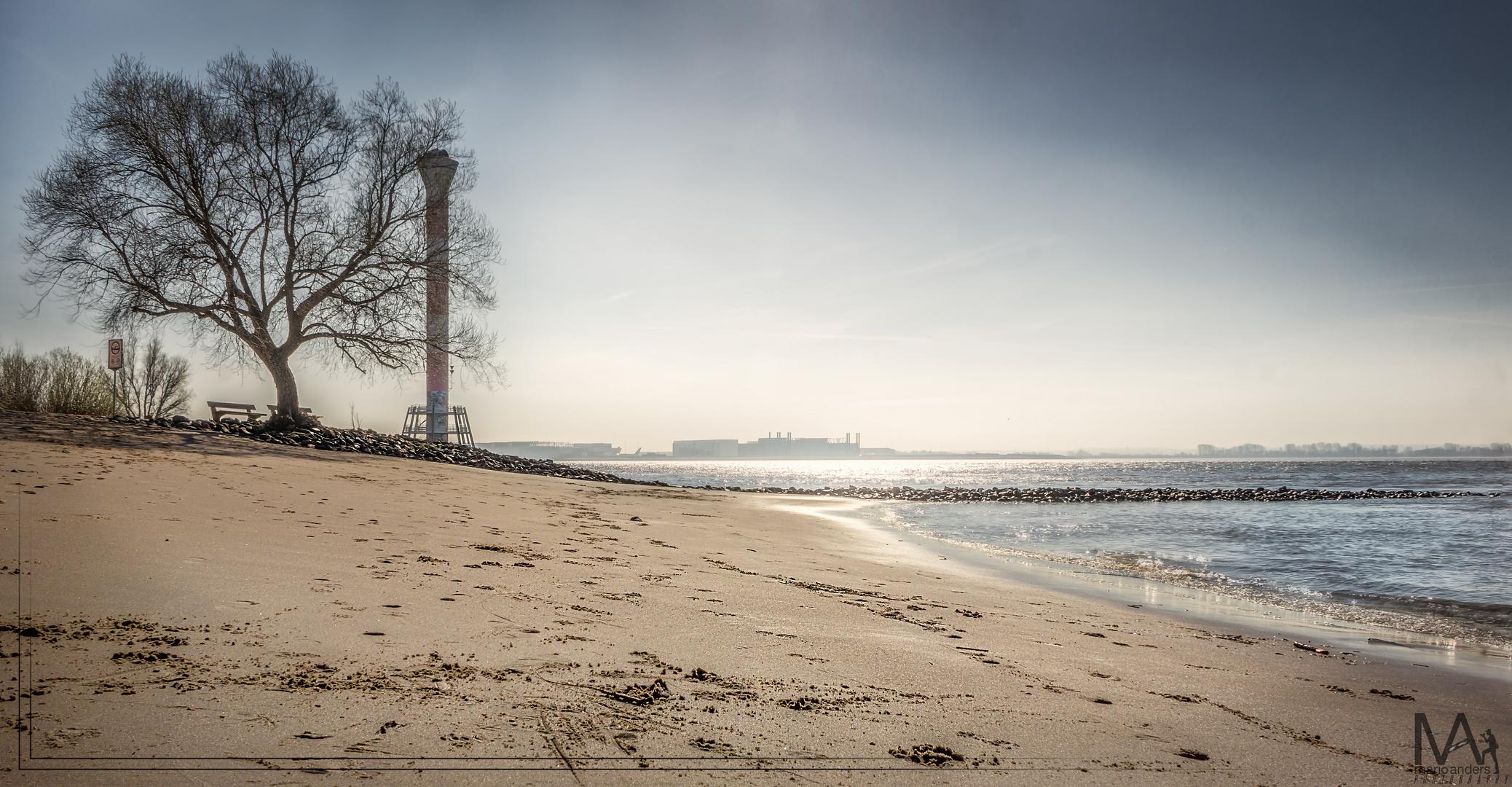 Leuchtturm am Falkensteiner Ufer
