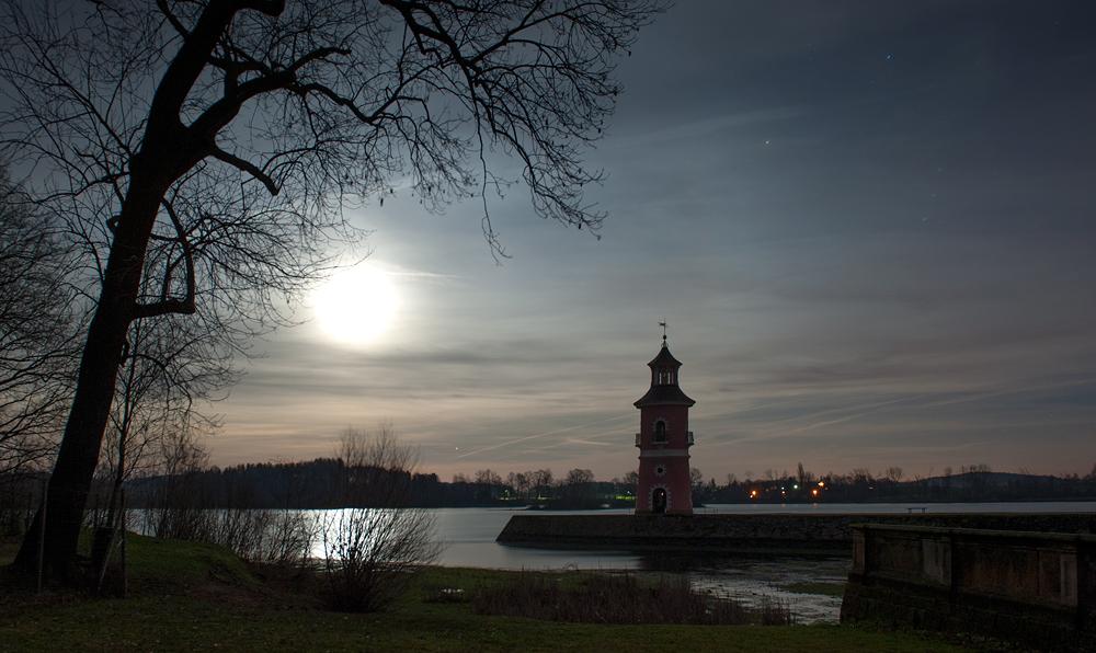 Leuchtturm beleuchtet. Vom Mond.