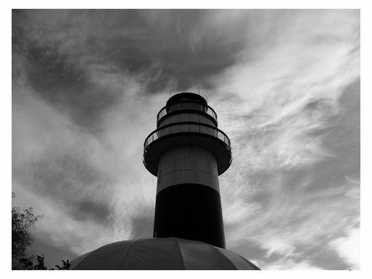 Leuchtturm Bülk vor aufziehenden Tiefdruckgebiet