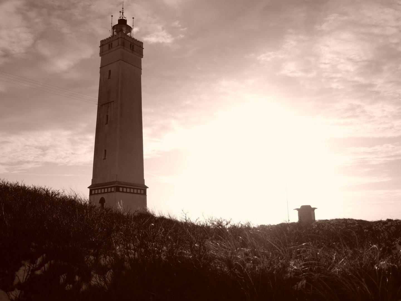 Leuchtturm im Gegenlicht
