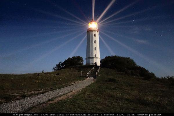 Leuchtturm im Vollmondlicht