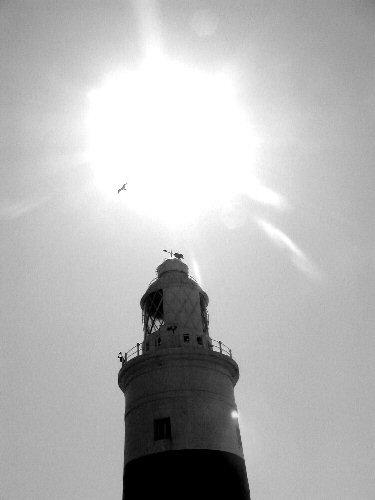 Leuchtturm von Gibraltar gegen die Sonne