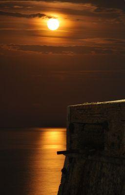 Levé de Lune rousse
