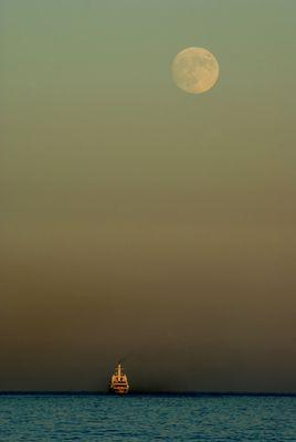 Levé de lune sur Nice