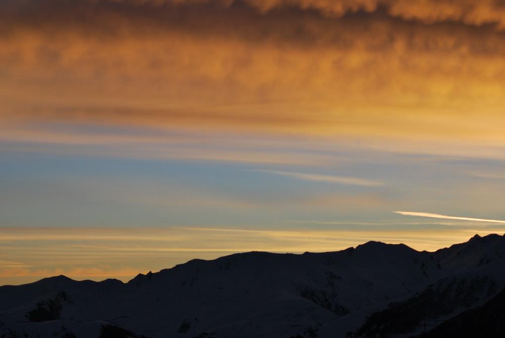 levé de soleil en montagne