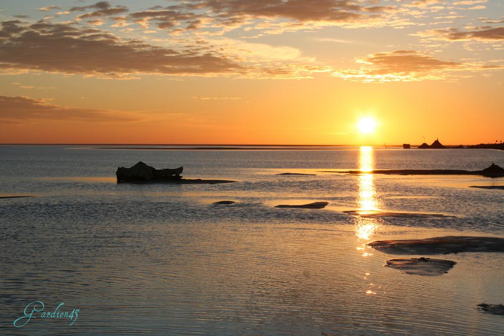 Levé du soleil sur la mer de sel