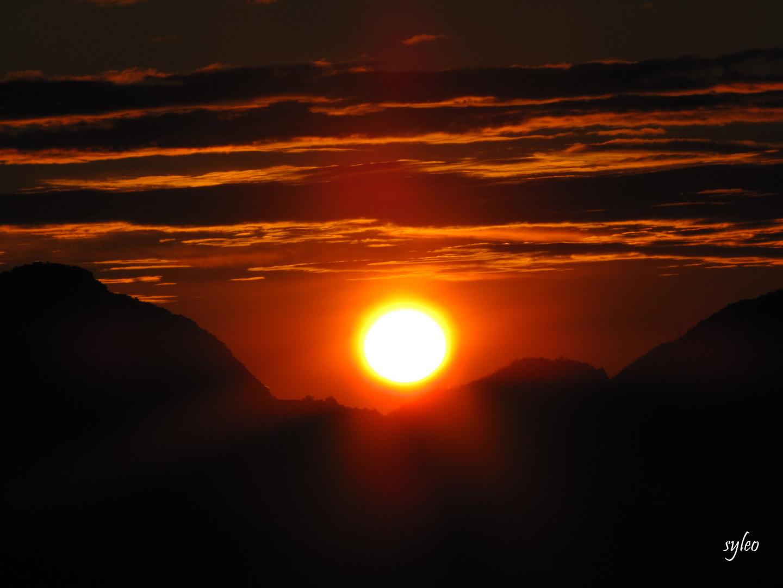 leve du soleil,berre les alpes