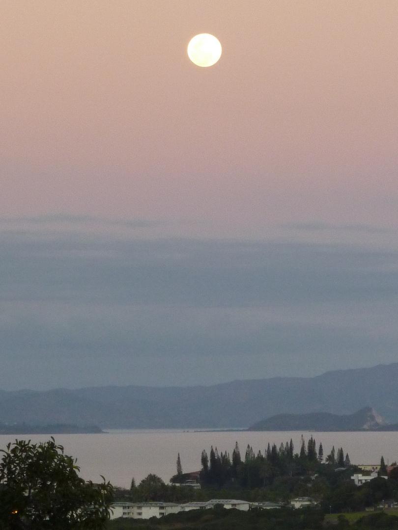 Lever de lune sur Nouméa