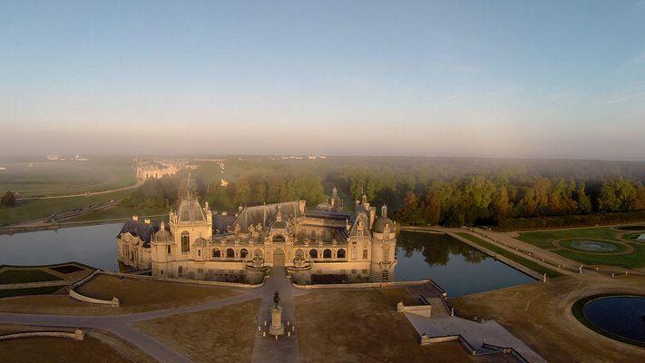 """lever de soleil au dessus d'une demeure """"royale"""""""