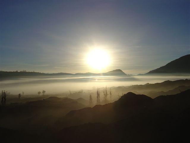 Lever de soleil sur la caldera / Sunrise above the caldera