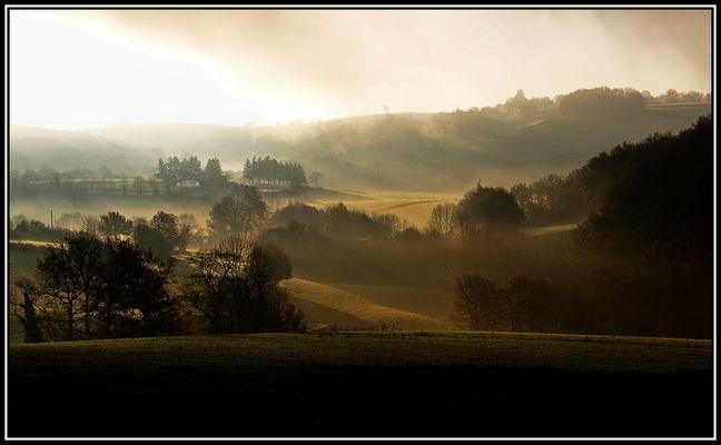 Lever de soleil sur la campagne aveyronnaise