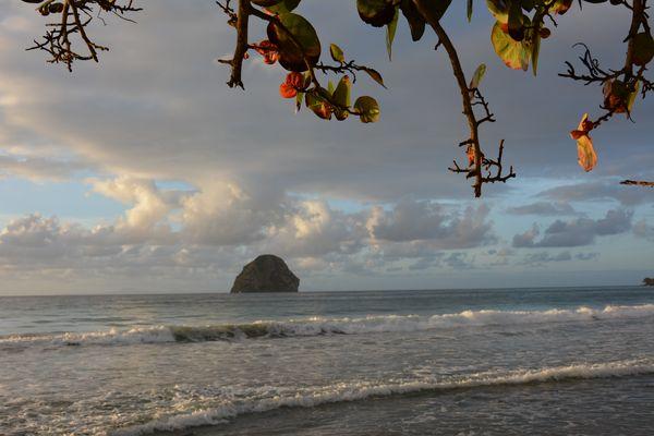 Lever de soleil sur le Diamant Martinique