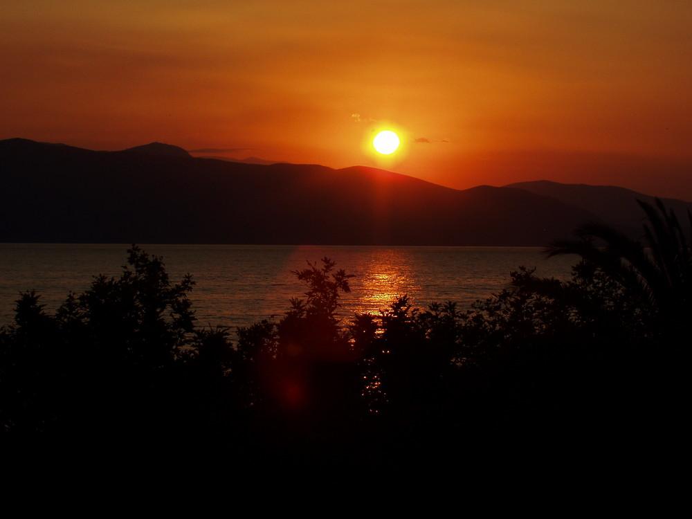 Lever de soleil sur le Golfe de Corinthe