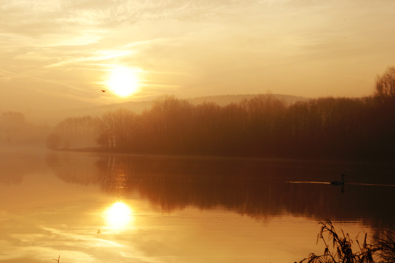 lever de soleil sur le lac de Falemprise