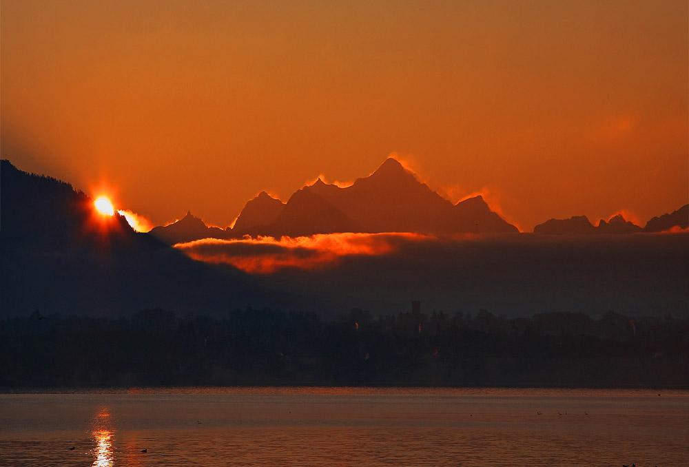 Lever de soleil sur le Mont-Blanc depuis le port de Tannay