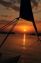 Lever de soleil sur voile de bateau