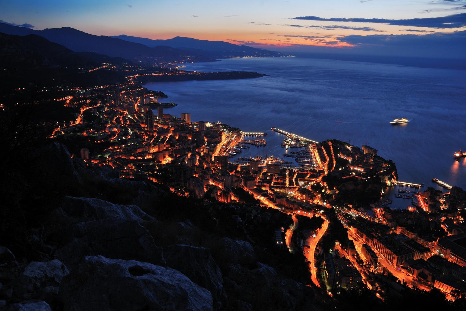 Lever du jour sur Monaco et les portes de l'Italie