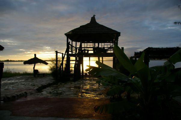 lever du soleil sur le lac rose