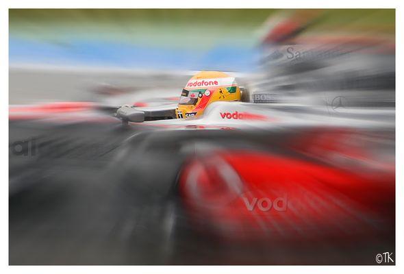 Lewis im Geschwindigkeitsrausch