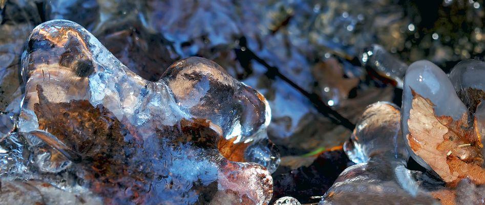 L'hiver en tant qu'artiste! - Eiskunstwerke im Bergbach.