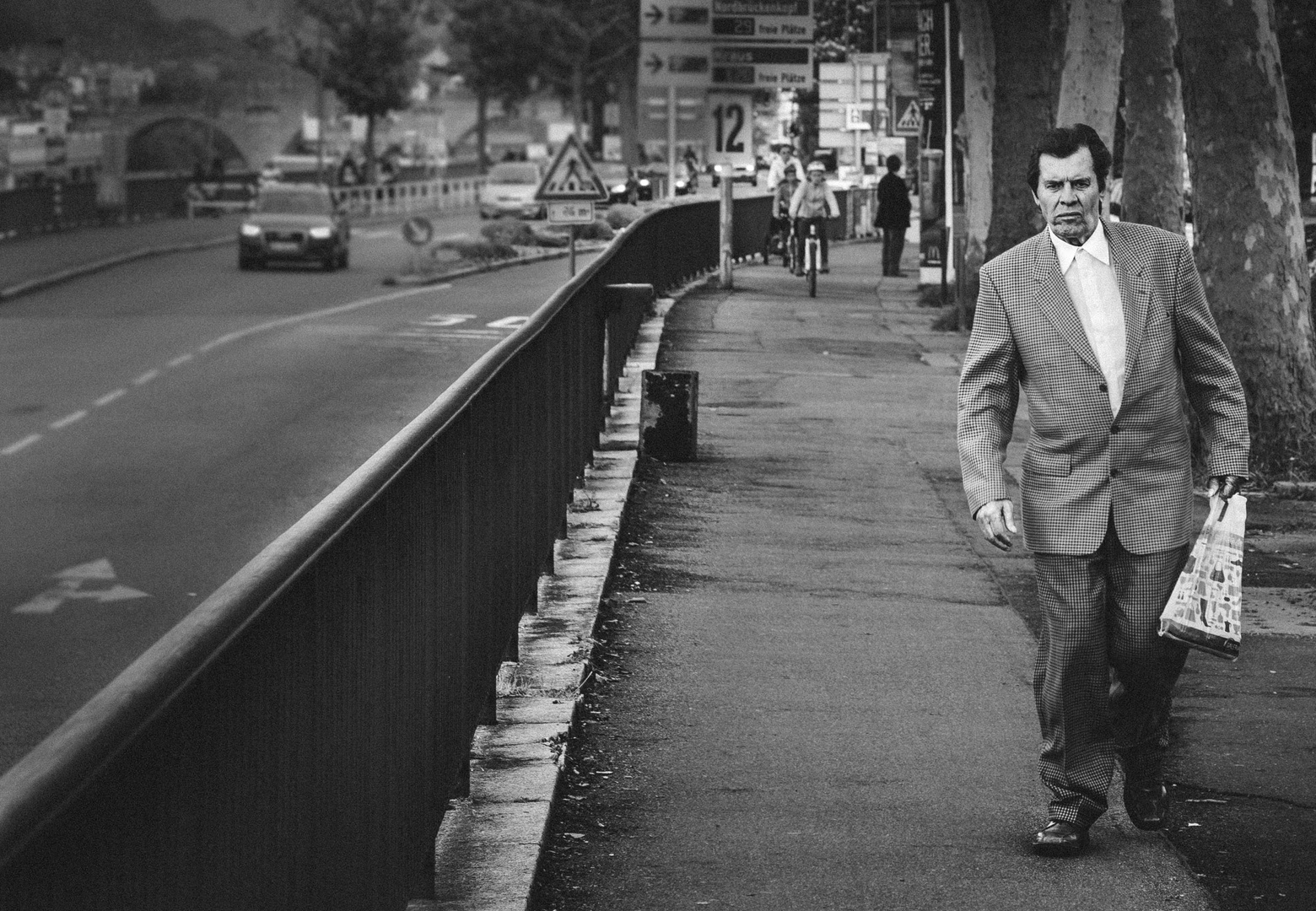 L'homme seul et sa promenade!