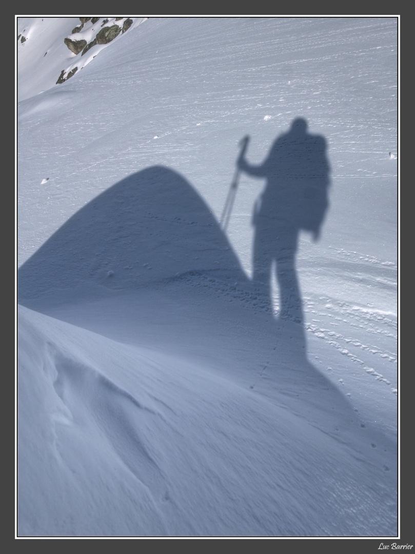 L'homme, son ombre et la montagne