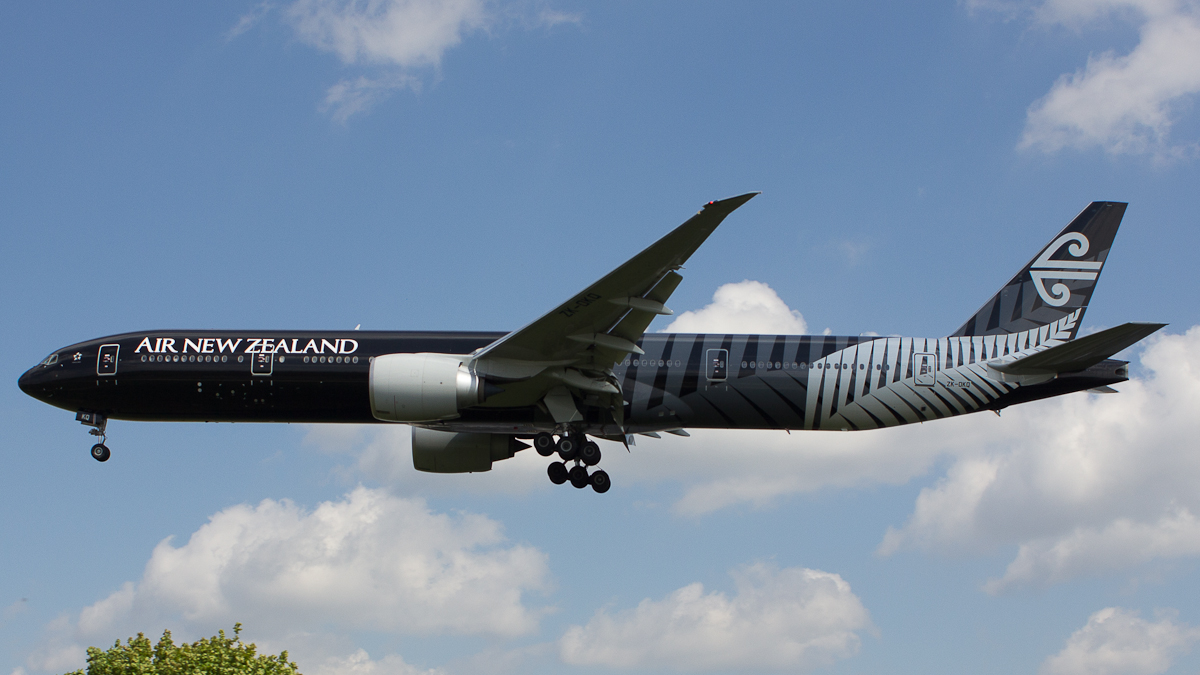 LHR 05/2013 Air New Zealand 777 - All Black