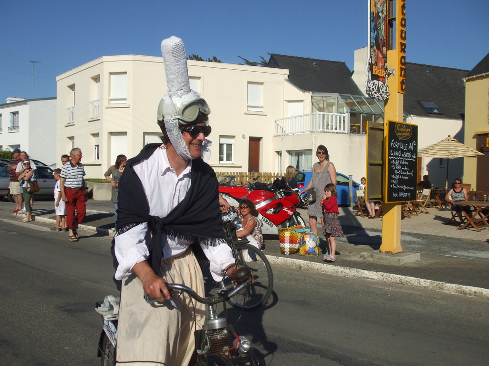 l'humour breton lors du défilé de véhicules anciens