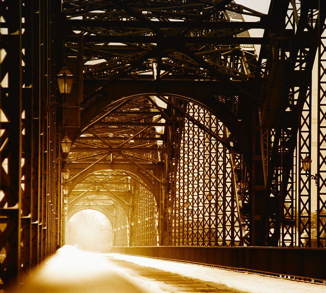 Licht am Ende der Brücke