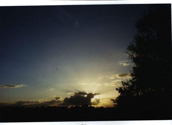 Licht bricht durch den wolken
