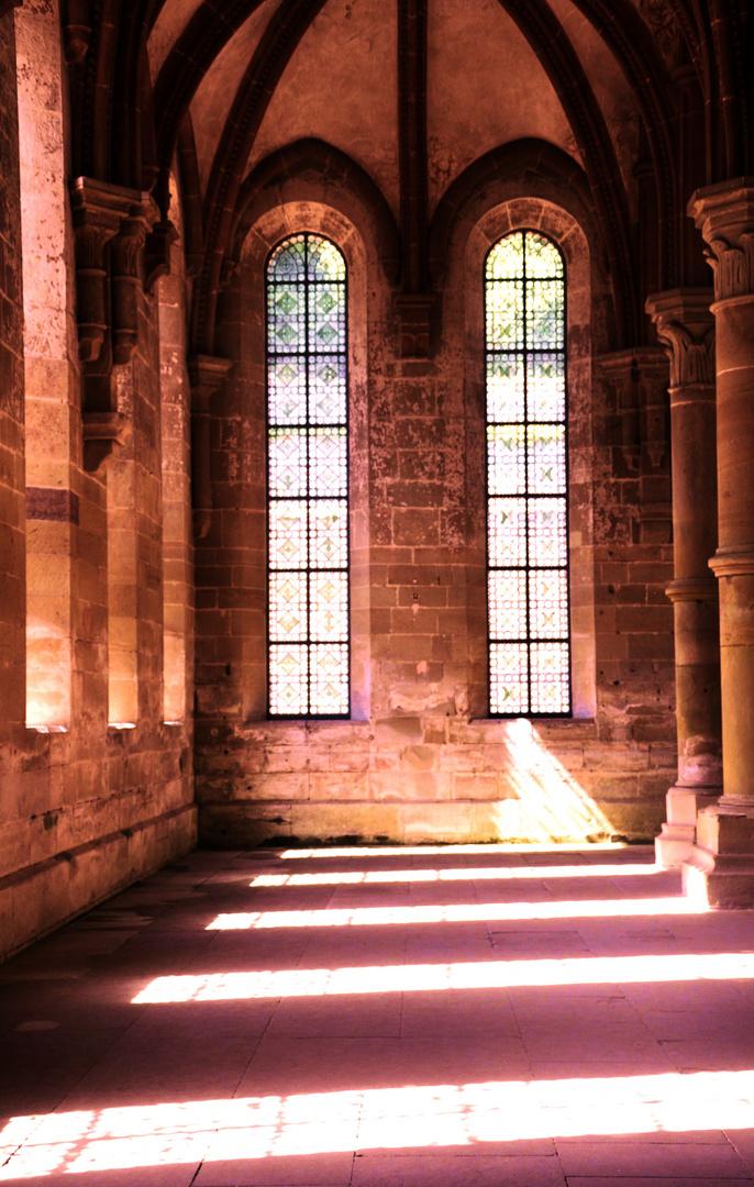 Licht fällt durch die Fenster