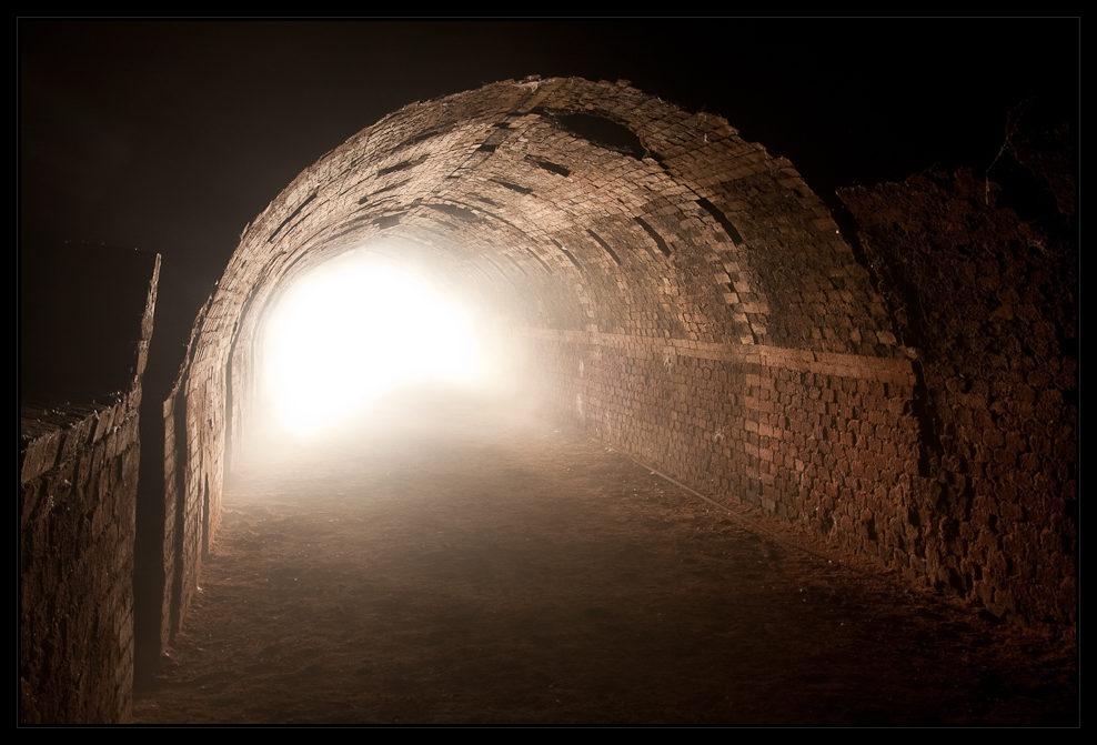 licht im tunnel foto bild mystische orte specials. Black Bedroom Furniture Sets. Home Design Ideas
